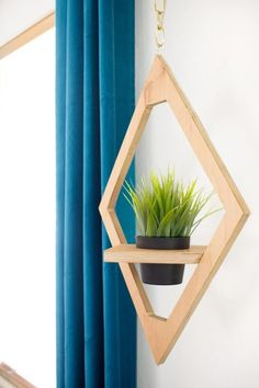 How to make hanging west elm knock off planter hanging planters, diy plante Easy Woodworking Projects, Diy Wood Projects, Wood Crafts, Youtube Woodworking, Woodworking Basics, Woodworking Plans, Cheap Home Decor, Diy Home Decor, Creation Deco