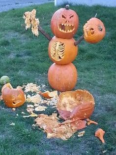 Halloween is meaningless without indulging in some Pumpkin carving fun. Halloween is the Pumpkin season and you must know about a hundred Pumpkin carving ideas yourself. Halloween decorations are inco. Fete Halloween, Halloween Yard Decorations, Outdoor Halloween, Halloween 2019, Holidays Halloween, Halloween Crafts, Snoopy Halloween, Halloween Stuff, Happy Halloween