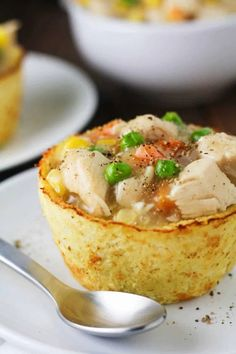 These Low Carb Cauliflower Pot Pies have all the flavors of a traditional chicken pot pie in guilt free form! Gluten free, low calorie and delicious! www.itscheatdayeveryday.com Low Carb Chicken Pot Pie Recipe, Low Carb Spaghetti Squash Recipe, Healthy Low Carb Dinners, Low Carb Dinner Recipes, Eating Healthy, Healthy Eats, Low Fat Low Carb, Healthy Chicken Dinner, Gluten Free Dinner