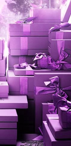 purple.quenalbertini: Purple gifts wrapping