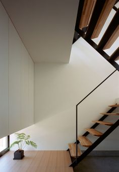 Architecture, Modern Stairs Design With Wooden Flooring Tile And Iron Handrails In The Corner With White Wall Painting Color: The Enchanting. Interior Stairs, Interior Architecture, Interior And Exterior, Architecture Details, Building Architecture, Residential Architecture, Futuristisches Design, House Design, Renovation Design
