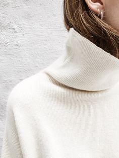 Super soft Alpaca Rib Knit in natural cream white.Material: 60% baby alpaca -35% polyamide ...