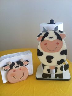 They have the sweetest little faces. Cow Kitchen Decor, Cow Decor, Wood Crafts, Diy And Crafts, Cow Ornaments, Cow House, Wood Craft Patterns, Cow Art, Wooden Shapes
