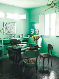 Alaska y Mario - AD España, © Gonzalo Machado Mario Y Alaska, Estilo Kitsch, The Office, Retro Vintage, Flooring, Work Spaces, Interior Design, Table, Pop