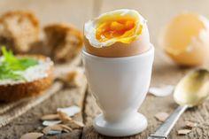 Populara si in acelasi timp controversata, dieta cu oua fierte poate fi de ajutor, daca vrei sa slabesti repede un numar relativ mare de kilograme. Publicatia online womandailytips.com scrie ca acest plan alimentar este metoda