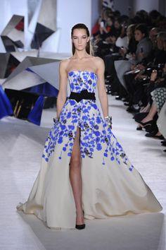 Девочка, Держащая Букет На Свадьбе, Высокая Мода, Подиумная Мода, Женская  Мода, Свадебные Наряды, Свадебные Платья, Крестные, Мода Для Вечеринки bb4236eb0c9