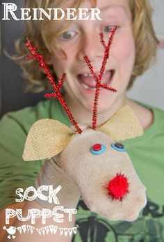 REINDEER SOCK PUPPETS. This no sew Christmas reindeer craft for kids is super easy and lots of fun.