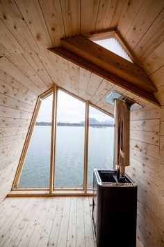 Students from the Oslo School of Architecture and Design designed and built a seaside sauna made up of wooden bands that stagger up over the rocky terrain Architecture Art Design, Architecture Student, Design Sauna, Oslo, Building A Sauna, Sauna House, Sauna Room, Cedar Paneling, Ecole Design