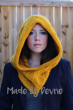 This knitted hood is perfect for winter. Most beginners will have no trouble with this knitting pattern