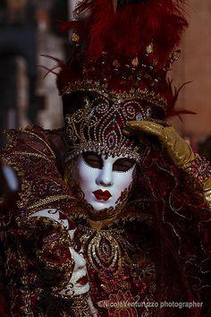 Carnevale Venezia 🌻 For more great pins go to Venetian Costumes, Venice Carnival Costumes, Venetian Carnival Masks, Mardi Gras Carnival, Carnival Outfits, Carnival Of Venice, Venetian Masquerade, Masquerade Masks, Venice Carnivale