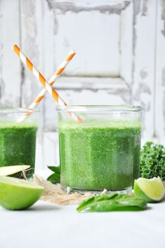 A mega healthy green smoothie packed with avocado kale spinach and pineapple. Add a dash of Spirulina to make it even more superb. Nutritious Smoothies, Healthy Green Smoothies, Avocado Smoothie, Yummy Smoothies, Smoothie Recipes, Smoothie Packs, Kale And Spinach, Lime Chicken, Water Recipes