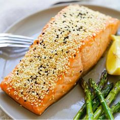 Sesame Salmon - juicy salmon marinated with soy sauce, Thai sweet chili sauce, honey, vinegar and coated with sesame. Healthy dinner for the family! Easy Delicious Recipes, Easy Healthy Dinners, Healthy Foods To Eat, Healthy Snacks, Yummy Food, Healthy Recipes, Healthy Eats, Healthy Dishes, Easy Recipes