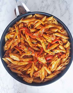 Try this one-pot chicken fajita pasta step-by-step recipe. A delicious combination of chicken and pasta meal with a twist, great for dinner and lunch. One Pot Chicken, One Pot Pasta, Yum Yum Chicken, Chicken Pasta, Fajita Pasta Recipe, Pasta Recipes, Cooking Recipes, Marinated Chicken, Chicken Fajitas