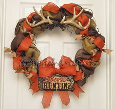 turqoise and orange burlap wreath The Gone Hunting Wreath is made with natural, brown, and orange burlap . Hunting Wreath, Antler Wreath, Hunting Crafts, Antler Crafts, Burlap Crafts, Wreath Crafts, Diy Wreath, Camo Wreath, Wreath Ideas