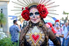 We asked 12 Latinos attending The Hollywood Forever Cemetery, which hosts the largest Día de Muertos celebration in the US. Sugar Skull Costume, Sugar Skull Makeup, Halloween Queen, Halloween Dress, Halloween Kostüm, Halloween Costumes, Day Of Dead Costume, Art Visage, Fairy Makeup