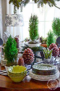 8 TIPS FOR KEEPING CHRISTMAS GREENS FRESH LONGER - StoneGable
