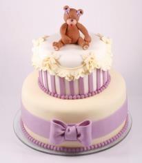 Cute teddy bear cake.
