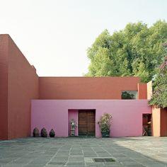 Entrance courtyard Jardines del Pedregal Mexico City Luis Barragán 1950