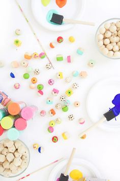 Grab some paint and learn how to paint wooden beads in a variety of different patterns including adorable beads that look like fruit. Jewelry Making Tutorials, Craft Tutorials, Craft Projects, Jewellery Making, Jewellery Diy, Craft Ideas, Bead Jewelry, Wood Bead Garland, Beaded Garland