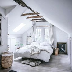 What kind of ceiling decor should you use in an attic bedroom? Great ways to decorate an attic bedroom and improve your house resale value. design master modern ceilings Attic Bedroom - How to Decorate Attic Bedrooms Attic Bedrooms, Bedroom Loft, Dream Bedroom, Home Decor Bedroom, Warm Bedroom, Loft Room, Bedroom Romantic, Bed Room, Girl Bedrooms