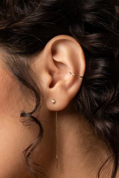 ear constellation When you're attached, but not committed. Handcrafted in solid gold, this ear cuff will take your stack to another level. The Effective Pictures We Offer You About piercing ear A quality picture can tell you many things. Tragus Piercings, Piercing Face, Ear Piercings Chart, Ear Peircings, Cool Ear Piercings, Types Of Ear Piercings, Cartilage Earrings, Ear Cuff Piercing, Ear Jewelry