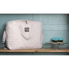 La valise de maternité Circus de la marque Walking Mum permet de transporter les affaires dont vous et votre bébé aurez besoin pour votre séjour à la maternité.