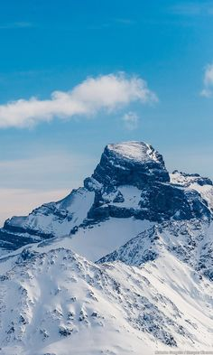 Designated a UNESCO world heritage site, the rugged snow-covered peaks of the Banff-Lake Louise area make this a bucket list destination.