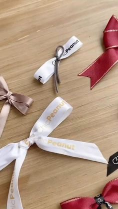 Diy Bow, Diy Ribbon, Ribbon Crafts, Ribbon Bows, Ribbons, Diy Crafts Hacks, Diy Crafts For Gifts, Holiday Crafts, Diy Projects