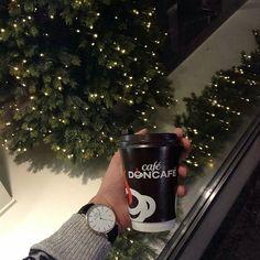 #Repost @jovanvasiljevic  #weekendcoffee #togocoffee #doncafetogo #belgradecoffee #doncafeprofessionalespresso #doncafe #takeawaycoffee #coffeeandhands #togocoffeecup #coffeelove #holidayseason by cafedoncafe