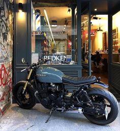 Honda is ready for the weekend!c … – Motorcycles Ideas Honda Cb750, Honda Scrambler, Honda Bikes, Cafe Racer Motorcycle, Brat Bike, Retro Motorcycle, Honda Motorcycles, Custom Motorcycles, Cb750 Cafe Racer