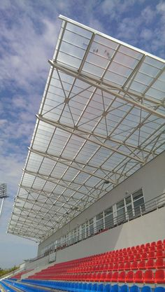 Football stadium polycarbonate roof by Rodeca GmbH Stadium Architecture, Architecture Details, Pre Engineered Buildings, Roof Truss Design, Steel Structure Buildings, Roof Trusses, Football Stadiums, Soccer Stadium, Modern Pergola