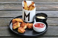 Kyllingnuggets med dip og potetstaver A Food, Dips, Chicken Recipes, Appetizers, Healthy Recipes, Healthy Food, Tasty, Meat, Cooking