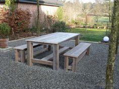 Bauholz Gartengarnitur Gera ist durch die Querverstrebungen extra stabil. Auch eine passende Bank ist möglich.
