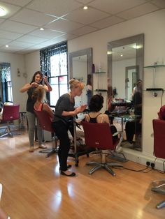 The Team enjoyed a inspirational evening on Monday doing a hair up Masterclass with 'Maggie Flockton Hairdressing' learning lots of amazing techniques perfect for your Glam evening out, Prom or Wedding
