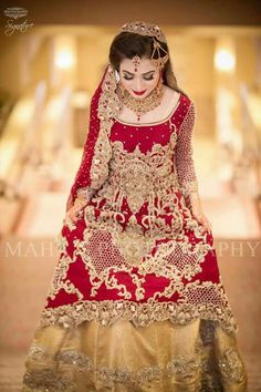 Pakistani Bridal Dresses 2018 - Latest Mehndi, Barat & Walima Dresses for Bride on Wedding Day - Conventional dressing for brides includes Gharara and Lehen Bridal Dresses 2018, Bridal Mehndi Dresses, Walima Dress, Bridal Dress Design, Wedding Dresses For Girls, Bridal Outfits, Bridal Gowns, Asian Wedding Dress Pakistani, Pakistani Bridal Makeup