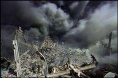 10 Apocalyptic Images by James Nachtwey - Smashing Tops James Nachtwey, Ground Zeroes, Famous Photos, Islamic World, Reggio Emilia, Fire Dept, World Trade Center, Artistic Photography, Creative Photography