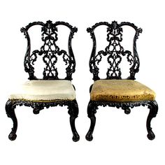 Superb Pair of High Style Irish Hall Chairs - A finely carved pair of 19th century high style Irish hall chairs done in the Chippendale style. Large proportions. Ireland, circa 1850 -  507 ANTIQUES, Toronto, CA