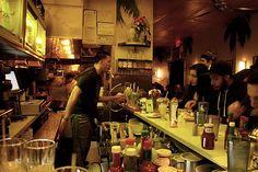 DINING: HABANA. Visit: 17 Prince Street (vid Elizabeth St).  I korsningen Prince och Elizabeth street ligger den kubanska restaurangen Habana. Du måste äta de chili-och ostmarinerade majskolvarna till förrätt, så goda. Gå dit strax efter sju-åtta, sätt er på listan, gå till någon bar i närheten och ta en drink så har ni ett bord till nio.