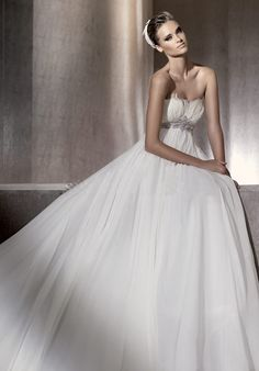 Faddish Strapless Empire Corest with Beadings Chiffon Chapel Train Wedding Gownin Style of A-line