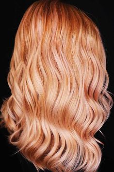 Pumpkin Spice Sorbet ❤ Strawberry blonde hair is a gorgeous blend of soft pink or red hues and blondes. Check out the hottest shades of strawberry blonde. Butter Blonde Hair, Beach Blonde Hair, Light Blonde Hair, Golden Blonde Hair, Blonde Hair Looks, Blonde Hair With Highlights, Platinum Blonde Hair, Blonde Balayage, Strawberry Blonde Hair Color
