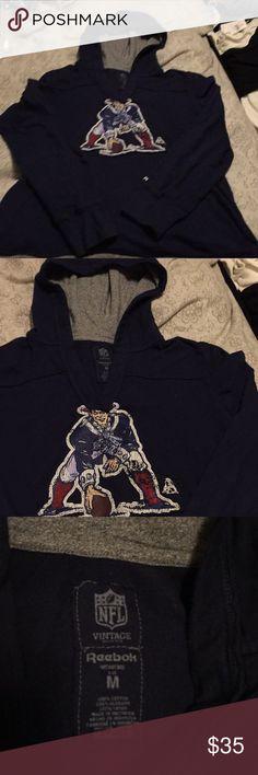 Reebok Vintage Patriots T-shirt Hoodie M 🏈🏈🏈 Reebok Vintage Patriots Hoodie M 🏈🏈🏈 cheer the team on in this cool shirt Reebok Tops Tees - Long Sleeve