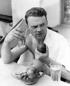 """James Cagney diets on fruit and water for """"Winner Take All"""" - 4/16/32"""