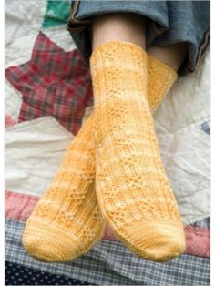The designer uses a simple, seamless toe-up cast-on and a delicate, filigree-like Bavarian twisted stitch pattern in these socks. A firmly twisted wool sock yarn, gently variegated in cream and yellow, lets the twisted stitches pop and adds visual inte Magic Loop Knitting, Loom Knitting, Knitting Socks, Hand Knitting, Knitting Patterns, Knitting Daily, Knitting Ideas, Crochet Socks, Knit Or Crochet