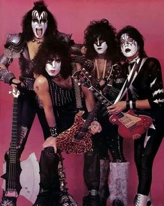 "162 curtidas, 4 comentários - Glam & Rock (@glam.rock.80s) no Instagram: ""You wanted the best, you got the best! The hottest band in the world, KISS! 💚 . . . . . . . . .…"""