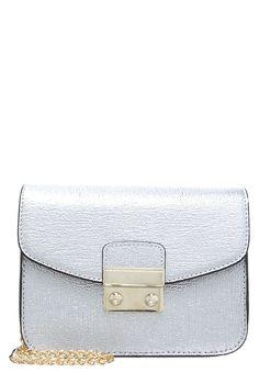 Accessoires Topshop Sac bandoulière - silver argent: 28,80 € chez Zalando (au 30/03/17). Livraison et retours gratuits et service client gratuit au 0800 915 207.