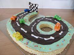 *Rennwagen-Torte*