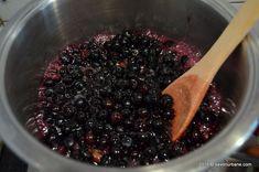Dulceata de afine reteta traditionala. Cum se prepara dulceata de afine intregi, bob cu bob? La gem de afine se zdrobesc fructele insa la aceasta dulceata