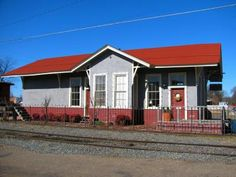 LandmarkHunter.com | Memphis, Paris and Gulf Railroad Depot