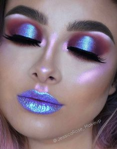 Beautiful Makeup Artist Tips For Colorful, Glittering And Dark Eyeshadow. Makeup Ideas Image 15 If you like neon colors, you might be interested in this makeup idea. The color of the eye shadow and lipstick match with each other looks… Continue Reading → Alien Makeup, Unicorn Makeup, Mermaid Makeup, Unicorn Eyeshadow, Unicorn Lipstick, Mermaid Eyes, Dark Eyeshadow, Eyeshadow Makeup, Holographic Eyeshadow
