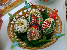 Áldott húsvétot! Happy easter! Easter Egg Designs, In A Little While, Happy Easter, Animals And Pets, Easter Eggs, Snow Globes, Christmas Bulbs, Projects To Try, Presents